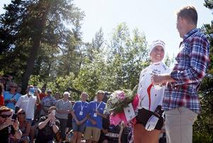 Charlotte Kalla och Anders Svanebo hyllades gemensamt av publiken efter loppet.