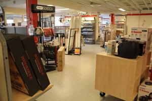 På gång är en ombyggnation i Elektras enda butik i Edsbyn.