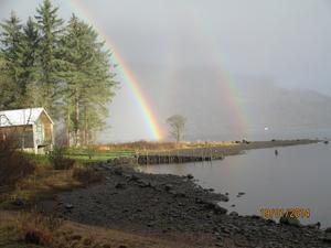 2 underbara regnbågar dök upp över Loch Awe, Kilchrenan Skottland...när jag var ute och vandrade.
