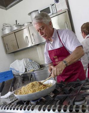 Sandro Candido fixade till en matig pastarätt som visade sig passa utmärkt till flera av vinbolagets viner.