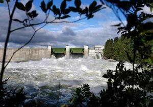 Vattenkraftsmagasinen var  långt ifrån fulla under 2018, men trots en lägre produktion gynnades Jämtkraft av att elpriset generellt ökade i snitt med hela 17 öre per kilowattimme. Foto: Henrik Flygare