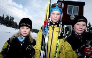 Syskonen Byhlin gillar skidåkning. Från vänster Ebba, 6 år, William, 11 år och Axel, 9 år.-- Det är kul att tävla, säger Ebba.Foto: TOMAS NYBERG