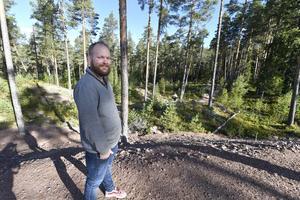 Mattias Eriksson är lärare för eleverna på bygg och anläggningsprogrammet som fick bygga skolans egen MTB-bana.