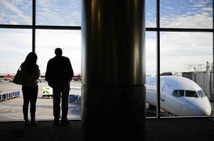 Ett krav på miljöbränsle i dag skulle slå ut stora delar av flyget i Sverige, skriver signaturen