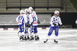 Robin Öhrlund, med tröja nummer 79, dras med ryggproblem.