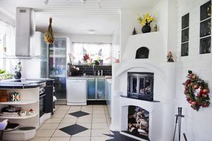 Murat. Köket har en spansk prägel, inte minst genom den öppna spisen som Ronny Rosen lind murat upp.