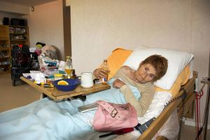 Varannan dag brukar Leena Backlund tillbringa i sängen, varannan tar hon en tur på stan i sin permobil.