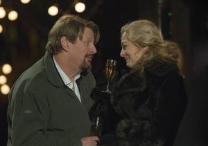 De spelar huvudrollerna i Miraklet i Viskan, Rolf Lassgård och Lia Boysen.