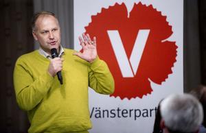 Vi kan tänka oss att samarbeta med både Socialdemokraterna och Miljöpartiet efter nästa val. Men vi går till val som ett eget parti den här gången. Sverigedemokraterna vill vi absolut inte samarbeta med, konstaterar Jonas Sjöstedt som talade i Alfta på torsdagskvällen.