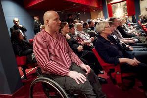 Ernst Bolldén vid sin egen stödgala i januari. Som sista utväg ordnades en insamling för att få ihop pengar till en behandling utomlands. Landstinget kunde bara erbjuda palliativ vård.