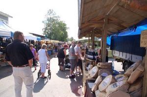 Marknaden på Fjällgatan var populär och drog mycket folk.