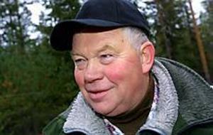 Foto: LEIF JÄDERBERG Lycklig.  Göran Back sköt en älgko med kalv när Borrsjöåns jaktvårdslag inledde älgjakten på måndagen.