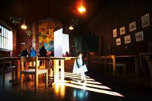 Kyrkovalet lockade flera ungdomar till Församlingsgården i Östersund – även de som inte var tillräckligt gamla för att rösta än.