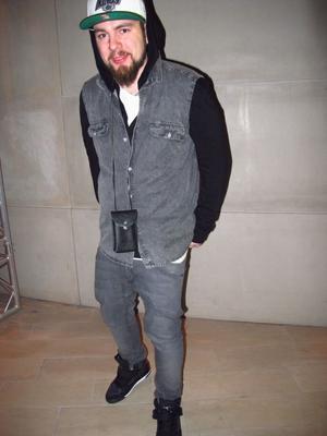 Kristian Fierek, 26, har på sig: skor Ebay, jeans H&M, och Cheap Monday skjorta.- Street. Det räcker med ett ord.