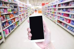 Ta reda på vilka butiker som erbjuder näthandel där du bor genom att gå in på butikernas hemsidor och klicka in ditt postnummer.    Foto: Shutterstock