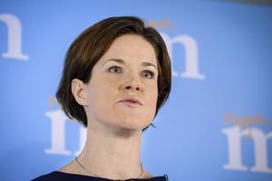 Den decemberöverenskommelse som Anna Kinberg Batra undertecknat kan ha gjort den blivande moderatledaren till den mest vingklippte ledare för ett borgerligt regeringsalternativ som Sverige någonsin haft.