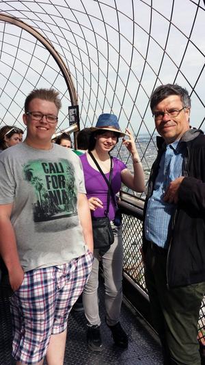 Marcus Johansson, Hanna Nyberg och Anders Borg är här på besök i Eiffeltornet i Paris.