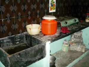 """""""Eleverna lär sig att uppskatta vad de har hemma. Det här är i indiska mått mätt ett modernt kök"""", säger läraren Christina Andersson.Foto: Privat"""