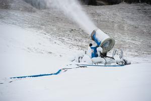 Bjästabacken har kommit långt med snötillverkningen och har inte så långt kvar till öppning.