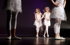 Historisk föreställning. Danseleverna på Kulturskolan hade sin våruppvisning på Teater Västmanland i helgen. En mycket komplett föreställning i såväl framförande, manus, regi och mellanakter. Här har filmhistorien kommit till Sverige på 1920-talet.