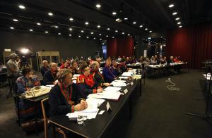 När Sametingets plenum samlades i Åre behandlades bland annat 19 motioner om vitt skilda ämnen som en samisk sanningskommission för att utreda de övergrepp som staten utsatt samerna för,