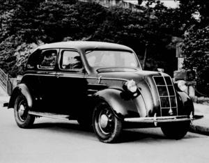 1931 beslutade den japanska staten att göra allt för att etablera en helt inhemsk bilindustri och 1937 tvingades amerikanska GM och Ford ut från Japan. Det här är en Toyota AA från 1936.