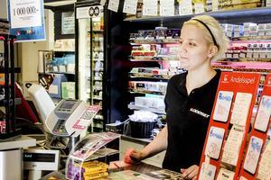 Alexandra Gustavsson i spelbutiken har inte sålt en så stor skraplottsvinst tidigare.