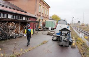 I framtiden kan tågstation i Valskog väckas till liv igen. Det här glädjer ortsbon Hans Carlsson.