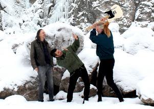 John Andréasson, Håkan Tapper och Ola Brunius skapar magi i studion just nu.