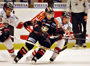 STJÄRNSKOTT. Ove Molin från Huddinge är en av många talanger som värvats till Brynäs genom             åren. Han har spelat flest matcher av alla i klubbens historia. Här i mötet mot Luleå 2008 där han var en av målskyttarna.