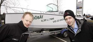Bränslesnål. Miljöbåten Catch 7.5, som Joakim Stenström och Viktor Strömqvist visade upp, drar bara en tredjedel så mycket bränsle som andra båtar i samma storlek, endast 0,39 liter per nautisk mil.