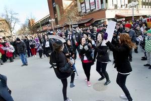 Dans framför scenen blev det när gruppen DuoJag spelade.