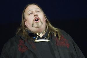 Arbråtenoren Steve Thoreson sjunger som Pavarotti.