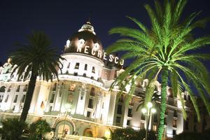 Symbolen för Nice: Hotel Negresco, på Promenade des Anglais, ett saltstänk från havet.