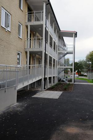 Fasaderna har i stort sett fått vara orörda på fastigheten.