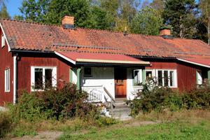 Radhusen på Sågvägen har både vind och källare och egen trädgårdstäppa. Kanske ett blivande seniorboende  ?