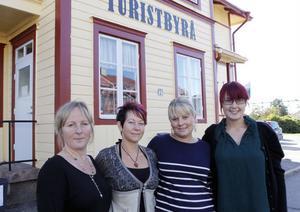 En ökad uthyrning med 44 procent i sommar är fina siffror för kvartetten som har jobbat på Destination Järvsö, från vänster, Victoria Jonsson, Ann-Sofie Mickelsson, Anna-Lena Wallin och platschef Maja Frost. De har haft 850 bäddar att hyra ut.