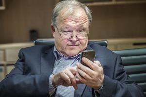 Statsminister Stefan Löfven bör ringa Göran Persson.