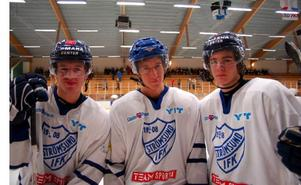 Division 1-spelarna Tobias Falk, Bob Sannemo och Henrik Hetta tyckte det var roligt att vara hemma i Strömsund över jul och spela hockey.Foto: Jonas Ottosson