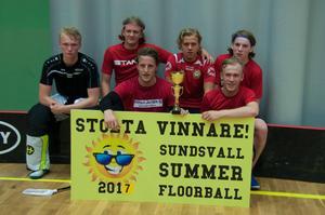 Segrarna i herrklassen, Primus Juridik CS, bestående av Pontus Näs, Måns Höglin, Hampus Strömberg, Simon Sparby, Daniel Nordlund och Leo Hagström.