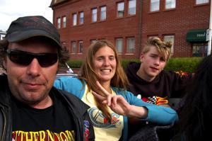 Peter Olsson (till vänster) och Rickard Sandström, visar MT:s reporter vad livet går ut på. Foto:Karolina Lundgren
