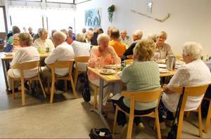 Den 31 augusti samlades drygt 60 pensionärer i Lugnviksskolans matsal för höstens första medlemsmöte.Foto: alf sundin