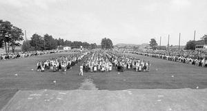 2 000 dansare uppställda på Långnäs i Bollnäs i slutet av 1970-talet.