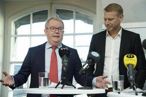Kommunstyrelsens ordförande Anders Teljebäck (S) och Peter Carlsson, Northvolts vd vid pressträffen om Northvolts batterisatsning.