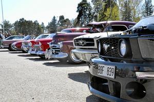 Bilar i långa rader. Det kom rekordmånga fordon till den åttonde upplagan av motorträffen i Fellingsbro.