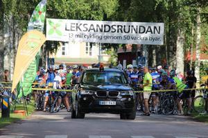 Redo för start! Premiäråret för Leksandsrundan samlade drygt 120 cyklister vid startlinjen.