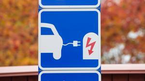 Laddstolpe för elbil.