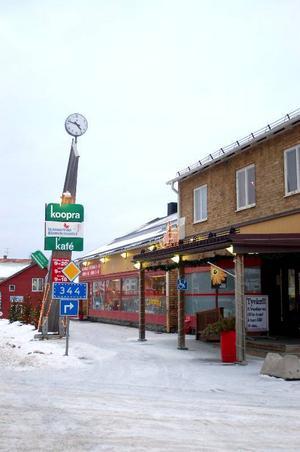"""I torsdags gick Koopra i Hammerdal i konkurs. """"När kunderna betalar mindre än vad vi köper in det för.  Det är sanslöst"""", säger Inger Andersson, ordförande  i Koopra.    Foto: Jonas Ottosson"""