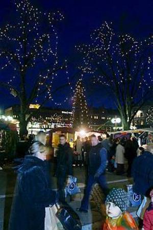 Arkivbild: LEIF JÄDERBERG Julhandeln i full gång. Vad innebär bytesrätt, återköp och tillgodokvitto?