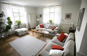 Vardagsrummet är klassiskt gustavianskt.